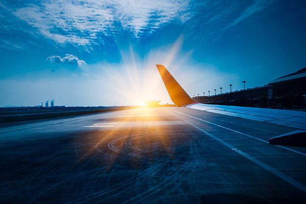 Paga tu vuelo internacional con préstamos educativos